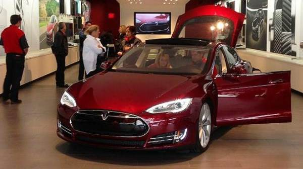 tesla_model_s_salon_mall