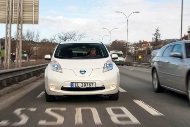 nissan_leaf_bus_lane