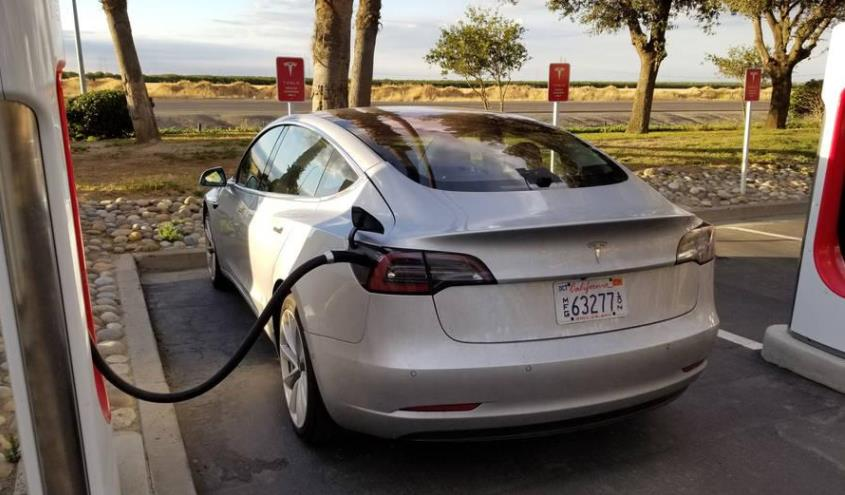 tesla_model_3_charging_supercharger