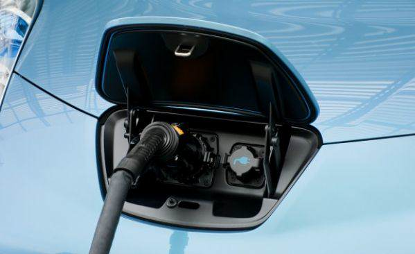 2011_nissan_leaf_36_cd_gallery