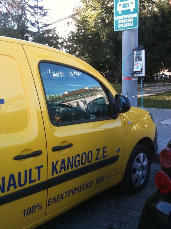 kangoo_ze_zariadna_stancia_alexander-nevski.jpg