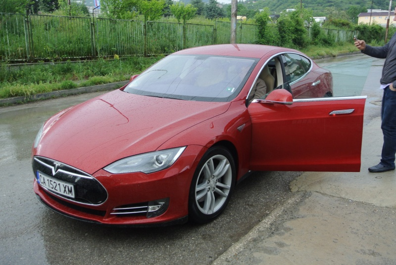first_tesla_in_Varna02.jpg
